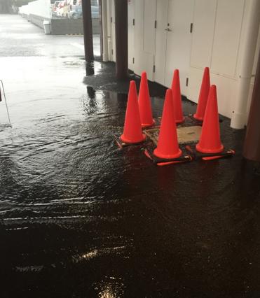当日は大雨で水が溢れる